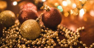 christmas-baubles-and-decorations